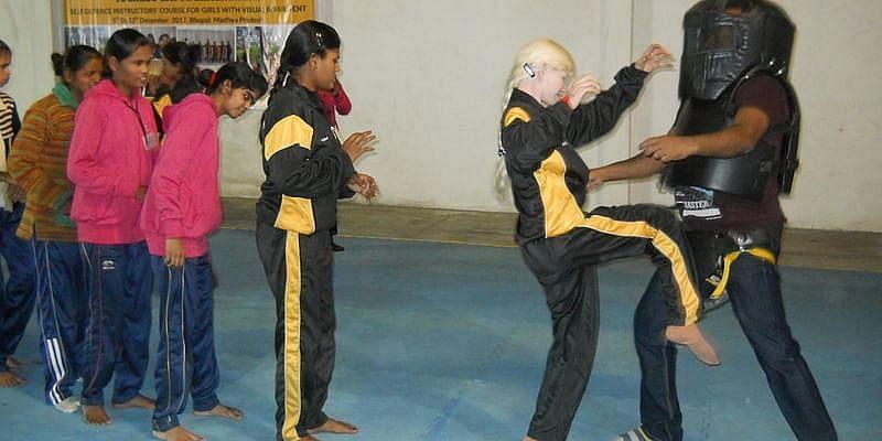 Sightavers India द्वारा आयोजित एक सेल्फ-डिफेंस कैंप