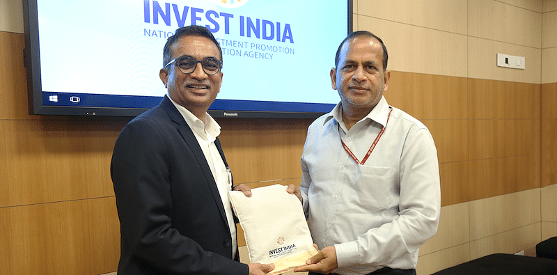 Rajen Vagadia, VP and President, Qualcomm India with Ramesh Abhishek, Secretary, Department of Industrial Policy and Promotion (DIPP)