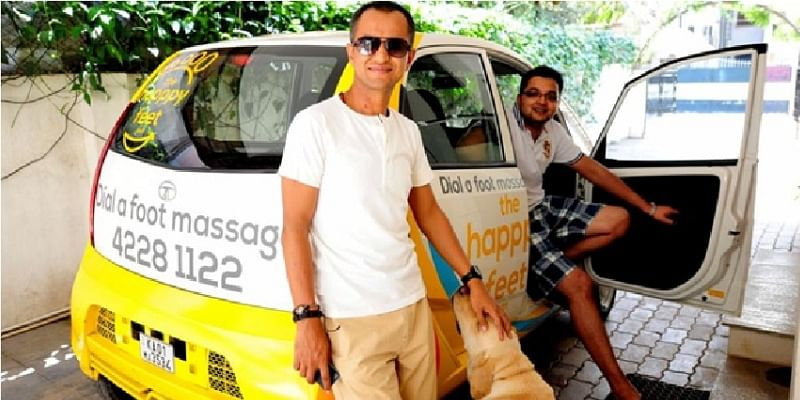 Johny (L) and Sharath (R) with thehapppyfeet car