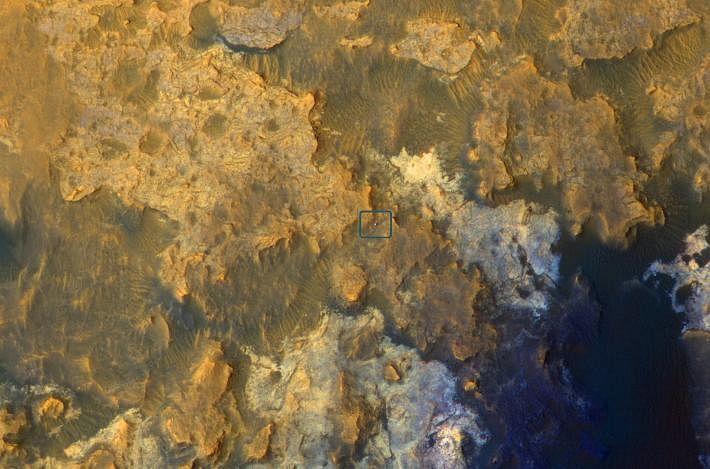 Mars Orbiter Sees Curiosity Rover in 'Artist's Drive' (NASA/JPL-Caltech/Univ. of Arizona)