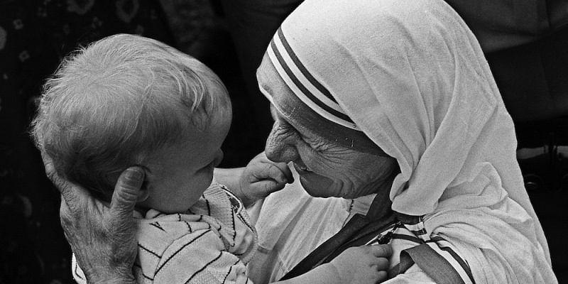 Mother Teresa to be made a saint, Vatican announces