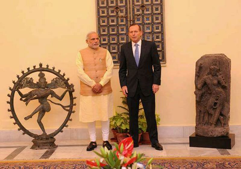 PM Modi with Australian PM and the recovered Nataraja along with other treasures. (Pic courtesy IPP)