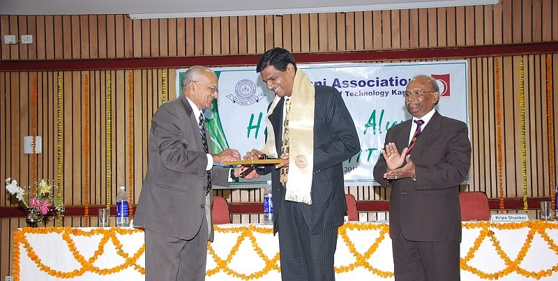 ReceivingDistinguishedAlumnusAwardAtIITKanpur