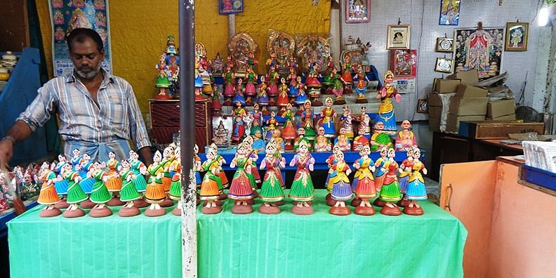Figure 1 The dancing dolls of Tanjavur