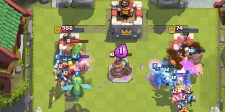 Online battle between two players in Clash Royale