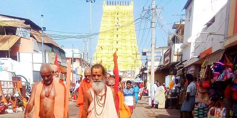 Figure 1 Pilgrims returning from Rameshwaram Temple
