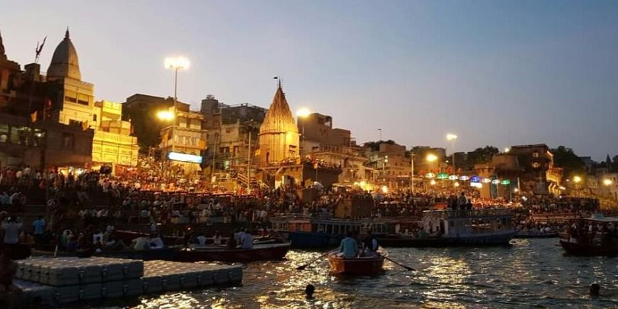 Figure 1: View of evening aarti at Dashashwamedh ghat