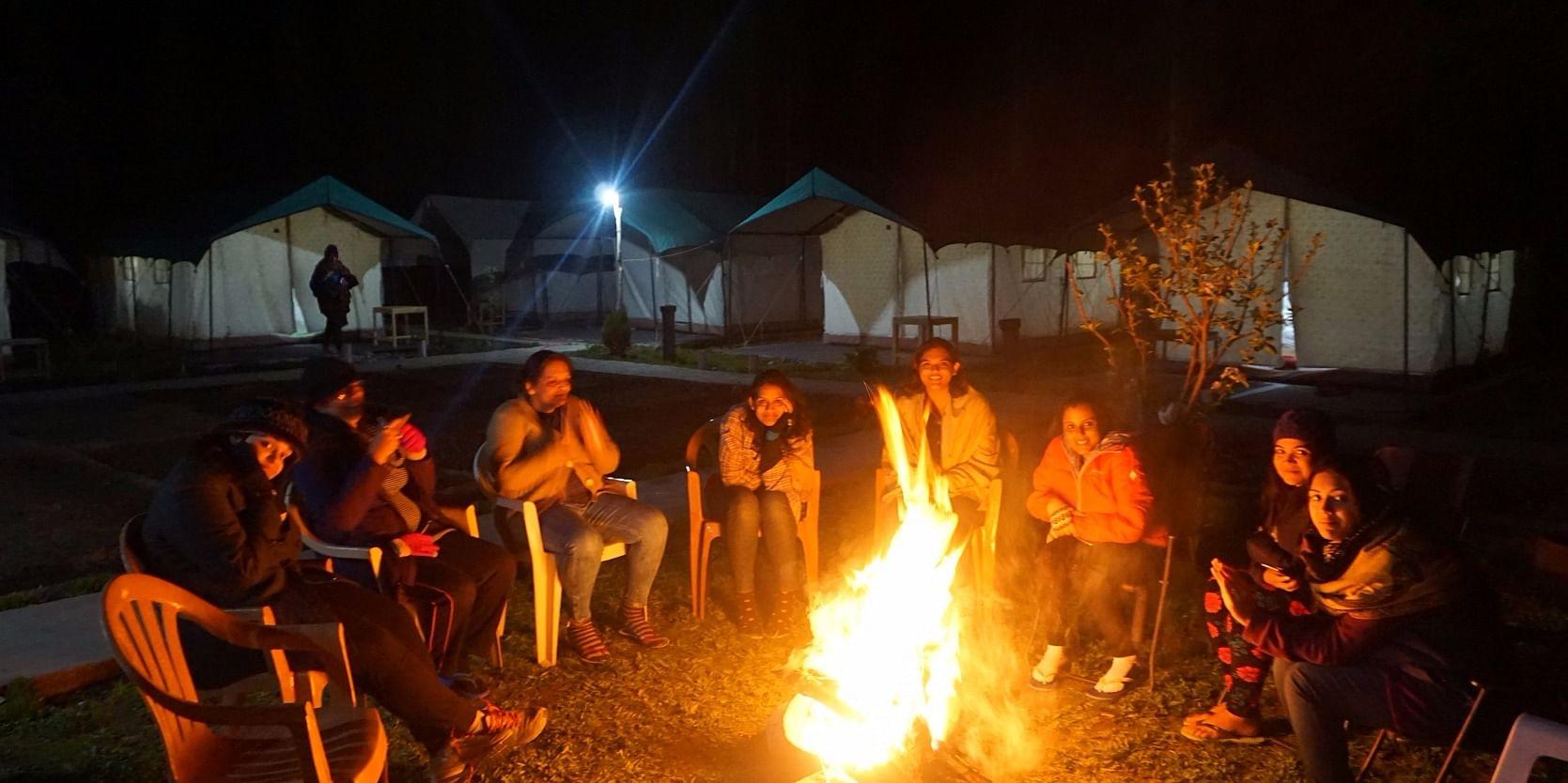 (A Women Wandering Group of <b>TravlOnCards</b>&nbsp;enjoying the bone-fire in the laps of Himalayas. Location - <b>Nubra</b>. Temp: 2 degree Celsius approx.)