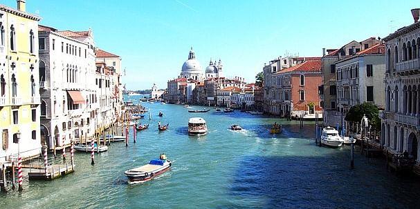 https://pixabay.com/en/italy-venice-channel-water-city-2233374/