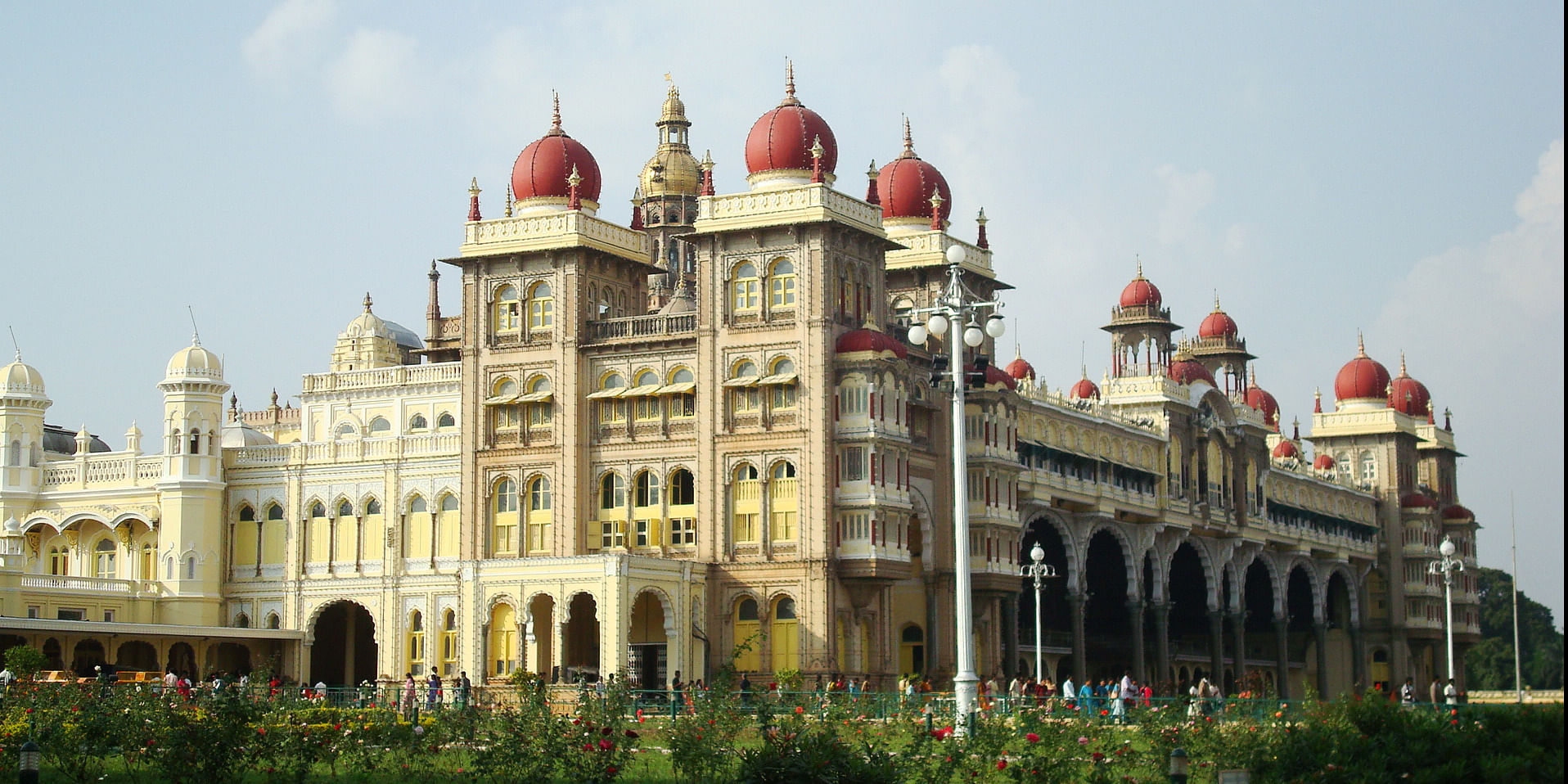 Image Source: https://upload.wikimedia.org/wikipedia/commons/6/62/Magnificient_Majestic_Mysore_Palace.JPG