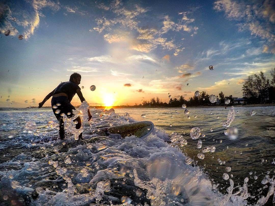 Surfing in the beautiful beaches of Sri Lanka - Instagram @ThinkTravelLiftGrow