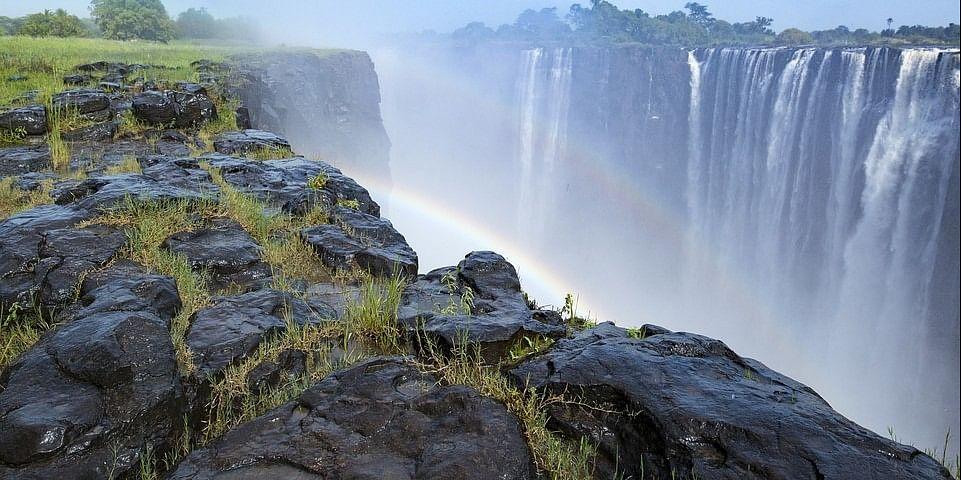 Victoria Falls, Zimbabwe tour guide<br>