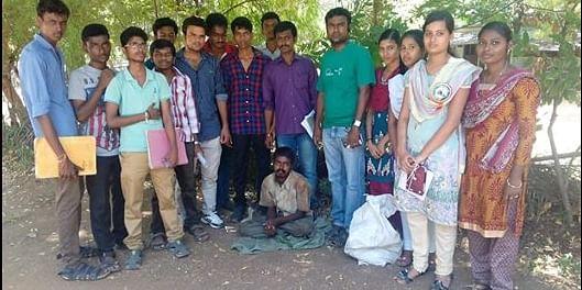 Atchayamteam rescuing the beggar