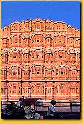 Visit the wonderful monuments of Hawa Mahal of Jaipur, Rajasthan