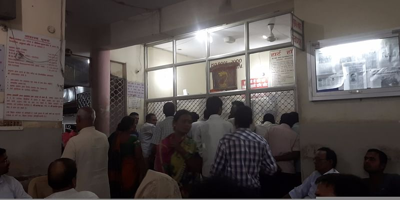 Over crowded enquiry counter reminding of Railway enquiry counter