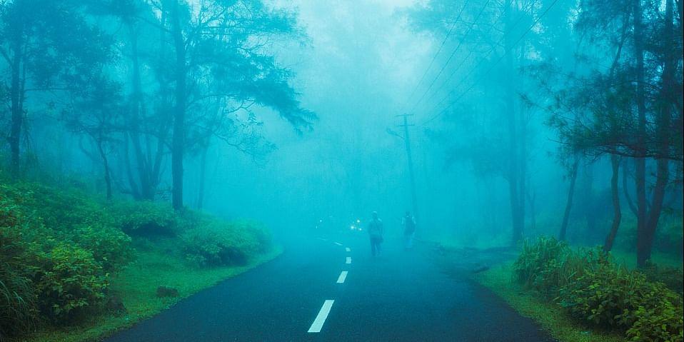 Image Source: https://pixabay.com/en/hill-hill-station-foggy-india-2496846/