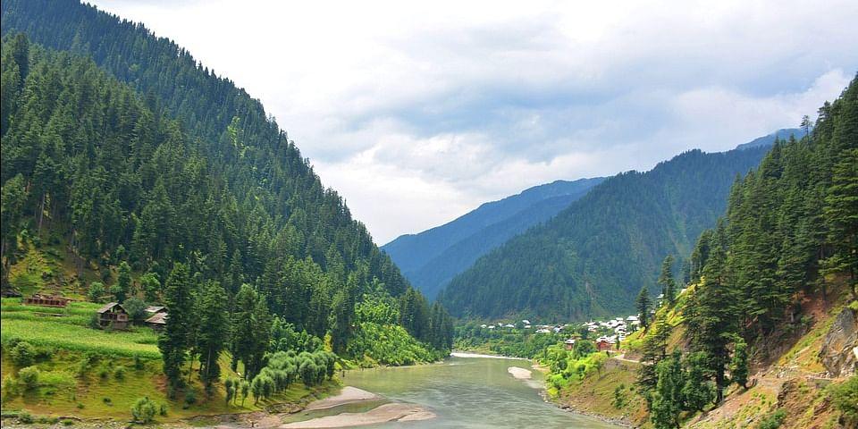 Image Source: https://pixabay.com/en/beautiful-pakistan-neelum-valley-2727048/
